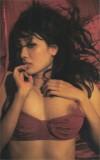 Anzai-Rara-Shio-Utsunomiya-desnuda-rojo-14
